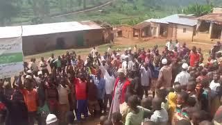 الداعية السحيم  يلقن الشهادتين لأعداد كبيرة خلال القوافل الدعوية في بوروندي