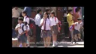 Springdales School-girls cross road in Delhi