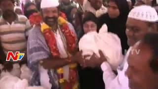 MLA Balakrishna Distributes Ramzan Tohfa to Muslims in Hindupur || NTV