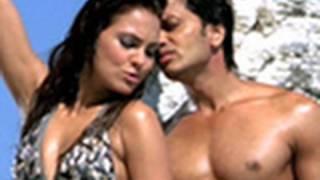 O Girl (Official Song Promo) | Housefull | Akshay Kumar, Ritesh Deshmukh & Lara Dutta