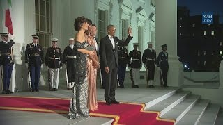 Barack Obama sings wife Michelle