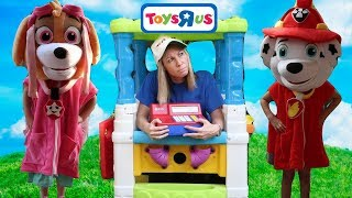 Addy and Maya PRANK the Fake Toys R Us Store