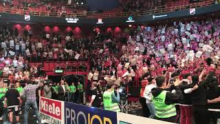 IBF Falun players singing with the fans