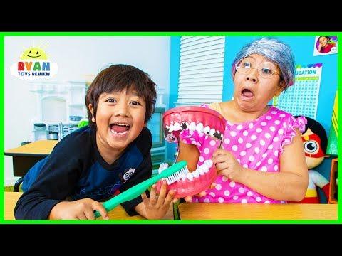 Ryan Pretend Play School Learn how to brush Teeth