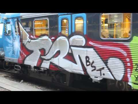 X10 pendeltåg med graffiti X10 commuter train with graffiti Stockholm C