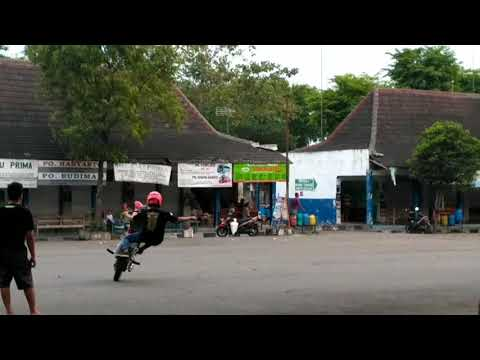 Gilaaa!!! Aksi freestyle geng motor sragen