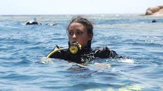 """أنا الشاهد: كيف استطاعت فتاة مصرية تحطيم رقم عالمي للغوص في """"مقبرة الغواصين""""؟"""