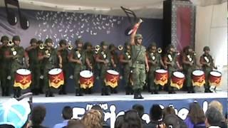 Banda de guerra interpretando la marcha