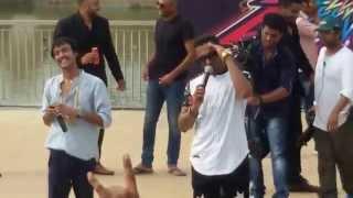 yo yo honey singh singing brown rang at amity university jaipur with mohit bhai