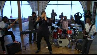 Isaac Carree In The Middle (Official Video)