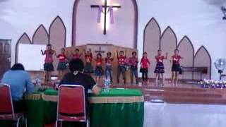 Imut-imut anak Sekolah Minggu Menyanyikan Lihatlah Anak Domba Allah