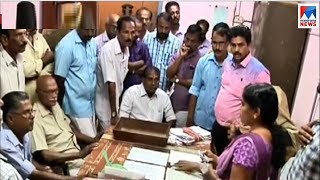 Farmers protest at Parambikulam for non availability of water