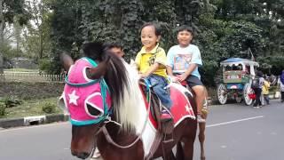 Billy naik kuda di Bandung
