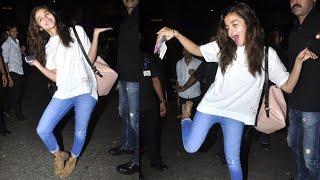 Alia Bhatt's MAD Dancing & Posing At Airport