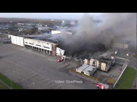 Grote brand verwoest transportbedrijf Zeewolde