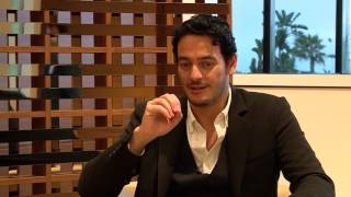 النجم المصري خالد ابو النجا يتحدث لغة الفايكينغ