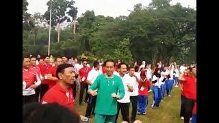 LIHAINYA Presiden Jokowi Goyang Senam Maumere ditemani Giring Nidji Istana Bogor