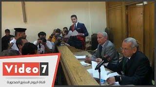 """أمين الشرطة المتهم بقتل بائع شاى ينهار بعد تلاوة التهم عليه """"أنا مش فاهم حاجة"""""""
