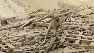 Mulher sobrevive a enxurrada de lama em Punta hermosa peru