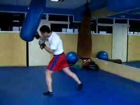 entrenamiento saco kickboxing