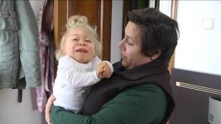 El Defensor investigará el caso de una niña de Villablanca con una enfermedad ultra-rara