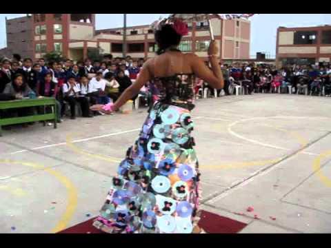 Desfile modas con material reciclado Institución Educativa 2024 Los Olivos