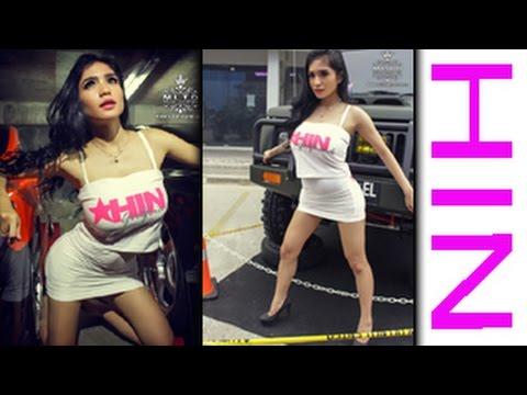 Model seksi di event HIN Palembang