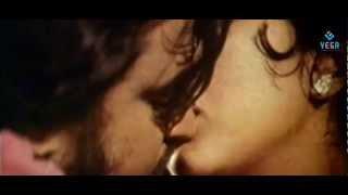 Rajini Kanth And Sri Priya Kissing Scene : Allavuddin Adbutha Deepam