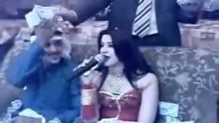 VIDEO Visul lui Salam si al altor manelisti! O cântareata e îngropata în bani de un seic!   Cancan