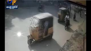 CCTV Footage Of Auto Accident in Hyderabad | 1 Dead