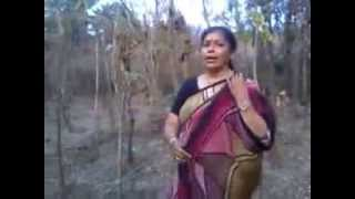 Very Funny aunty singing