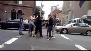 Ryan Gosling breaks up fight in New York City!