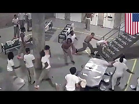 Perkelahian di penjara tertangkap kamera - Tomonews