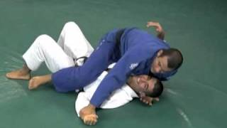 Gracie Breakdown - Triangle Choke from the Mount