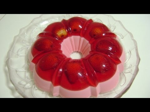 Pudim de gelatina com morango natural