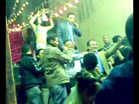 محمود المصري وهو بيغني مش عويدك