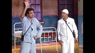 """علي ربيع يقلد """" محمد منير """"بطريقة كوميدية ويغير كلمات الأغنية وسط ضحك هستيري من الجمهور #تياترو_مصر"""