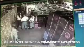 Police run away during an Armed Robbery & shooting in South Africa