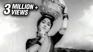 Sivaji Ganesan & Saroja Devi in Tazhaya Poomudichu - Bhaga Pirivinai