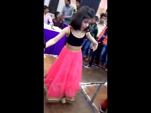 cute little girl awesome dance/desi look/annie/ pt 1