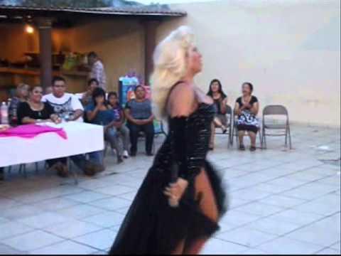 Suavesito Laura Leon Divas Travesti Show