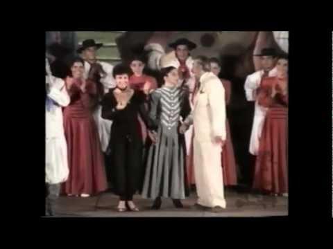 Santiago Ayala el CHUCARO con el Ballet Pampa y Huella.wmv