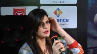 zareen khan show her boobs at event