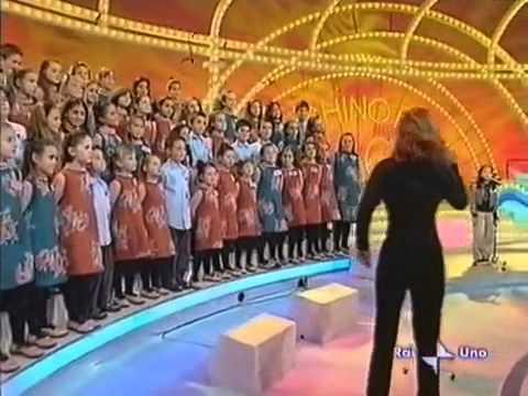 Cô bé Việt hát bài Chú ếch con trên truyền hình Italy