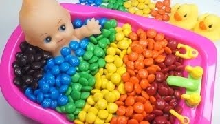 Doll Bath Learn colors of M&M