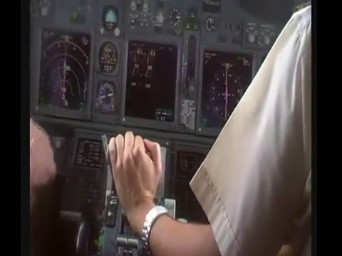 Boeing 737-700 Cockpit Video Flight KP021 Accra-Lomè