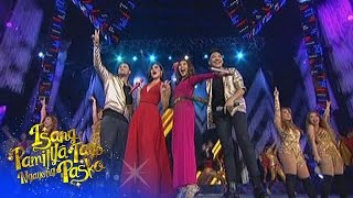 Sarah G, Anne, Darren, Billy and 4th Impact sing