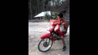 bahaya anak kecil naik motor dewasa