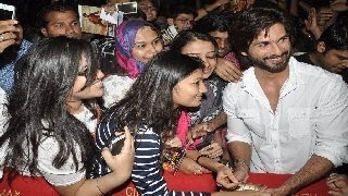 Shahid Kapoor gets MOBBED by female fans at R.Rajkumar screening