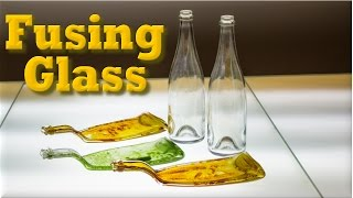 Petisqueiras com garrafas de vidro